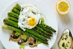 Roasted asparagus with poached egg